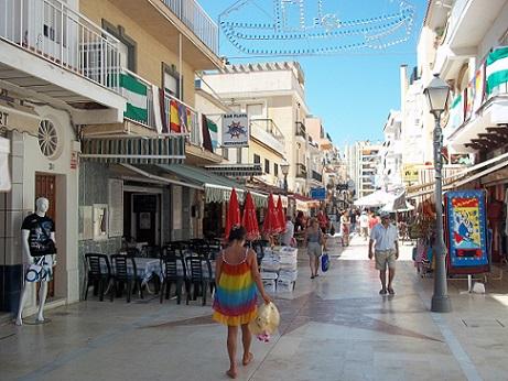 carihuela winkelen en restaurants