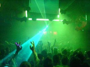 uitgaan en dansen in de disco van torremolinos