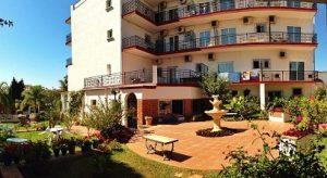 hotel carmen teresa carihuela